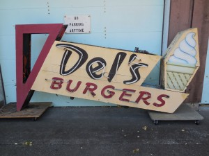 Del's sign even smaller